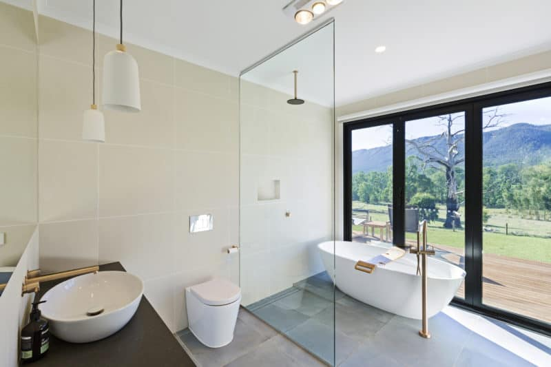 Buxton home - Bathroom with a view and practical installations